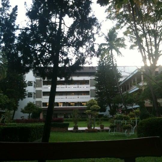 Photo taken at มหาวิทยาลัยราชภัฏเชียงใหม่ (Chiang Mai Rajabhat University) by หยกเขียว แ. on 8/14/2012
