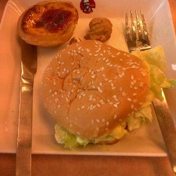 Photo taken at KFC by 💋💋 ThePorryz 😘 on 2/7/2012