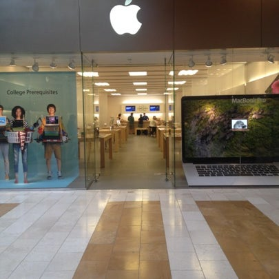 Photo taken at Apple Bellevue Square by Karen B. on 8/22/2012