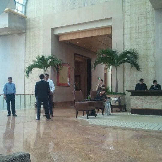 Photo taken at The Ritz-Carlton, Millenia Singapore by Jouko A. on 5/24/2012