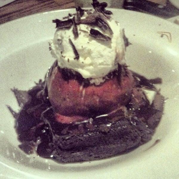 Foto tirada no(a) Outback Steakhouse por Carolina F. em 7/20/2012
