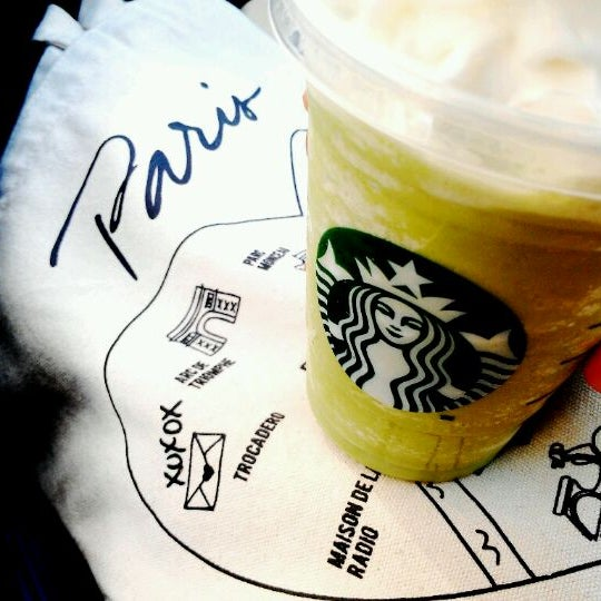 Photo taken at Starbucks by Jin C. on 7/6/2012
