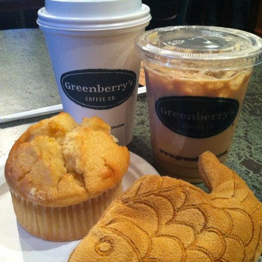 Photo taken at Greenberry's Coffee & Tea by SuMyn P. on 2/26/2012