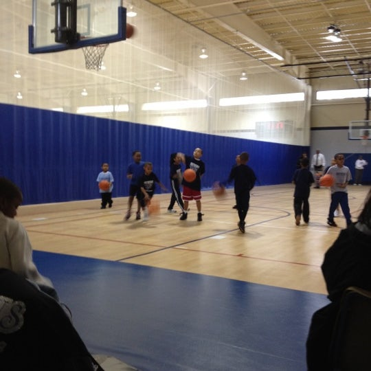 Photo taken at Beech Woods Recreation Center by Ray T. on 2/25/2012