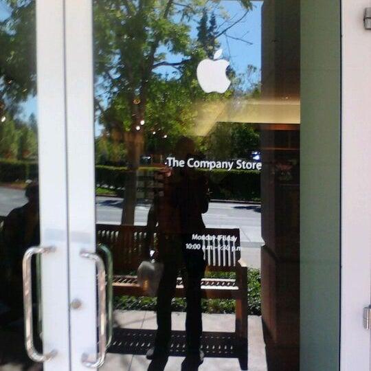 Photo taken at Apple Inc. by Denzil D. on 5/22/2012