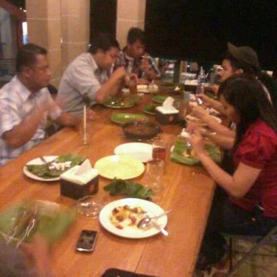 Photo taken at Ikan Bakar Bambu Haur by Oscar J. on 2/7/2012