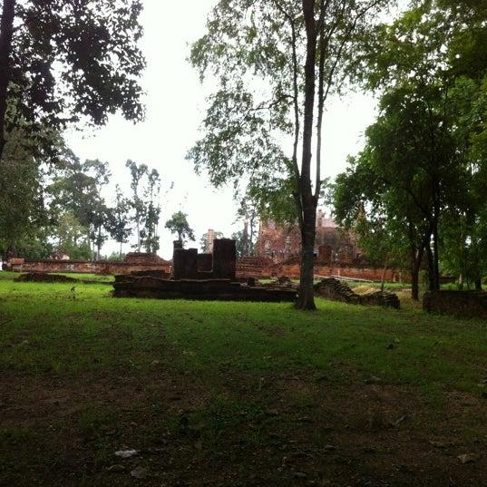 Photo taken at วัดโพธิ์ประทับช้าง by Tuktuksuda C. on 8/11/2012