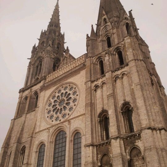 Photo taken at Cathédrale Notre-Dame de Chartres by Ryota I. on 4/14/2012