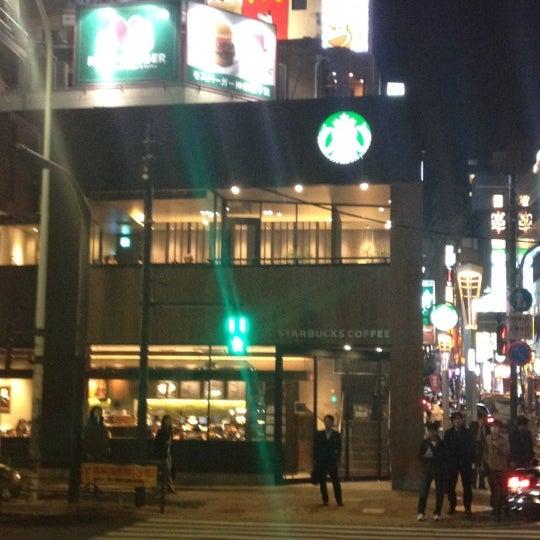 Photo taken at Starbucks Coffee 神楽坂下店 by pocat on 4/12/2012