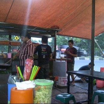 Photo taken at Pondok Bakmi Surabaya by Livonia N. on 4/12/2012