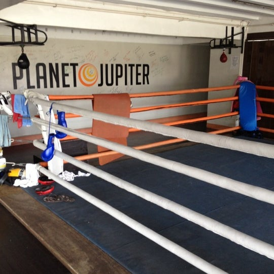 Studio planet jupiter bel air makati city for Gimnasio jupiter