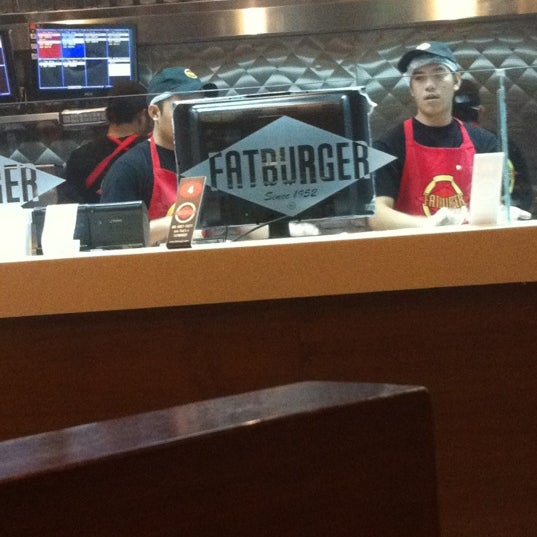 Photo taken at Fatburger by وليد ا. on 5/16/2012