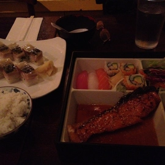 Photo taken at Sushi Lounge by Yating on 3/21/2012