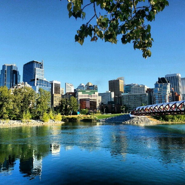 Where's Good? Holiday and vacation recommendations for Calgary, Canada. What's good to see, when's good to go and how's best to get there.