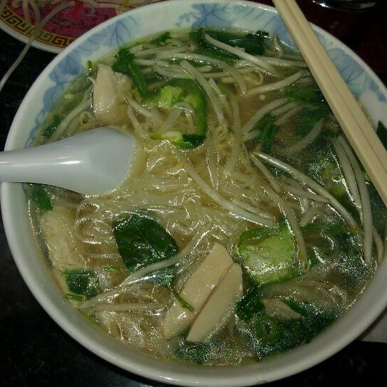Photo taken at Phở Kim Long by Ricky W. on 3/30/2012