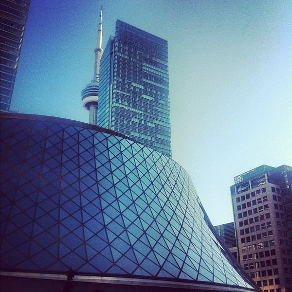 Снимок сделан в Roy Thomson Hall пользователем Nadia N. 9/11/2012