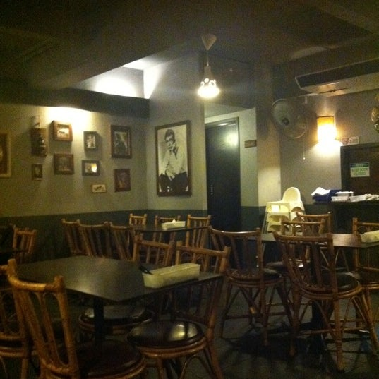 Photo taken at Quan Ice Cream & Coffee House (咖啡馆) by Chng C. on 8/18/2012