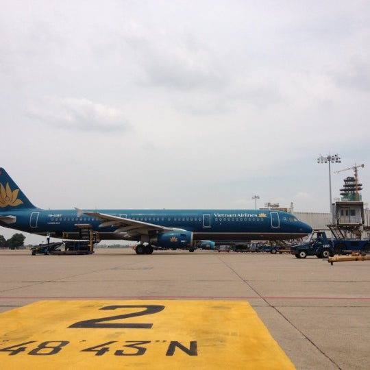 Photo taken at Tan Son Nhat International Airport by vinh l. on 3/18/2012