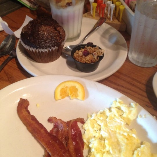Photo taken at Cracker Barrel Old Country Store by Shelli T. on 6/29/2012