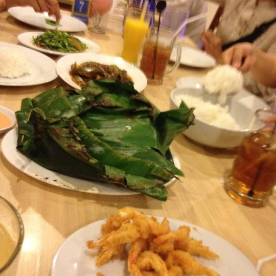 Photo taken at Rasane Seafood & Ikan Bakar by Natalia G. on 7/18/2012