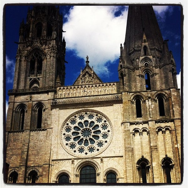 Photo taken at Cathédrale Notre-Dame de Chartres by Federico on 5/1/2012