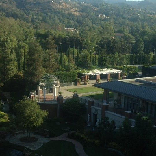 Photo taken at Four Seasons Hotel Westlake Village by Lawrence B. on 8/22/2012