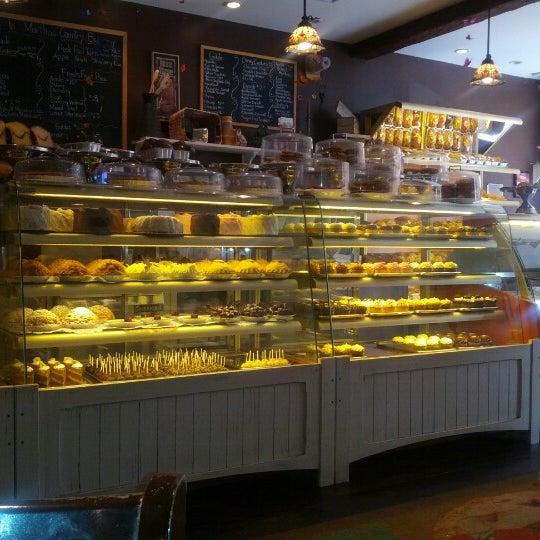 Foto scattata a Martha's Country Bakery da Andrew Z. il 8/9/2012