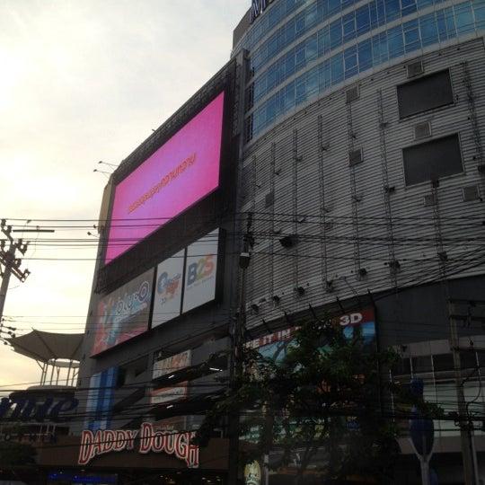 Photo taken at Suzuki Avenue Ratchayothin by Oke น. on 2/18/2012