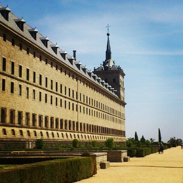 Photo taken at Monasterio de San Lorenzo de El Escorial by Diego F. on 8/22/2012