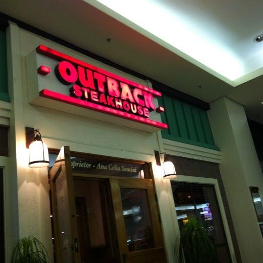 Foto tirada no(a) Outback Steakhouse por Marcela P. em 9/7/2012