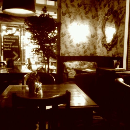 Photo taken at Nando's by Wiebo G. on 4/15/2012