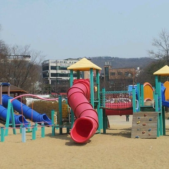 Photo taken at Yuldong Park by Hyojin P. on 4/8/2012