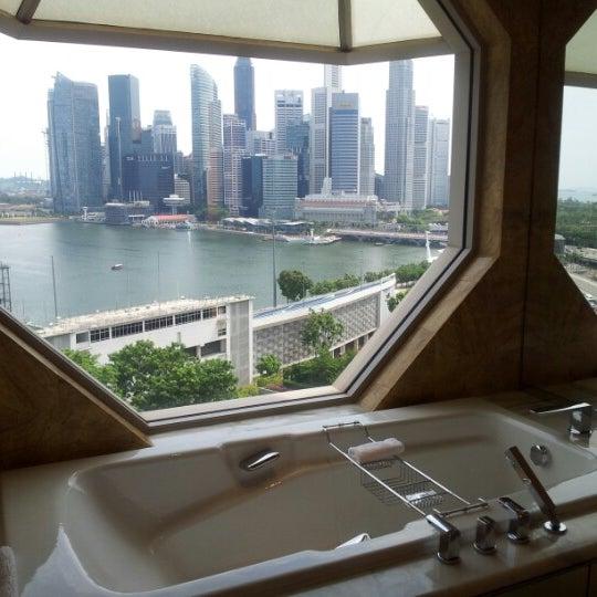 Photo taken at The Ritz-Carlton, Millenia Singapore by Sandy on 8/19/2012