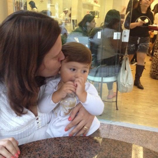 Photo taken at Amor aos Pedaços by Marina G. on 6/3/2012