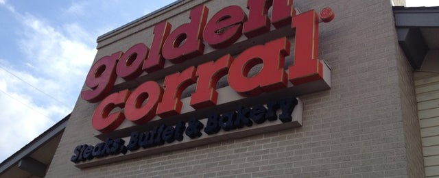 Photo taken at Golden Corral by LovelyLina C. on 12/8/2012