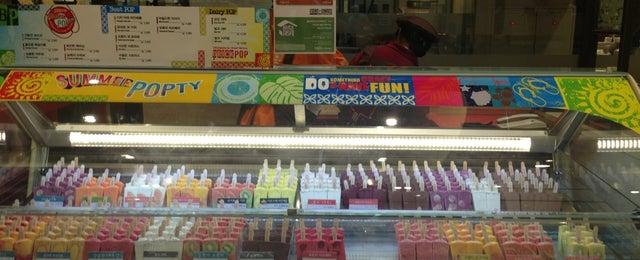 Photo taken at 신세계백화점 푸드홀 (Shinsegae Department Store Food Hall) by Jahye K. on 7/15/2013