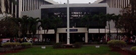 Photo taken at Samsat Jakarta Timur by Wong R. on 10/10/2012