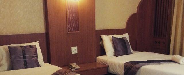 Photo taken at Poonsuk Resident Hotel by Palmy Ratchana N. on 1/15/2015