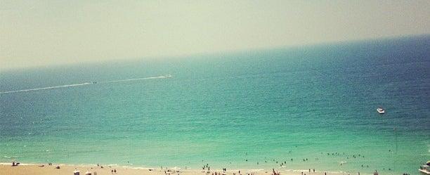 Photo taken at Hilton Dubai Jumeirah Resort by Liza G. on 3/28/2013