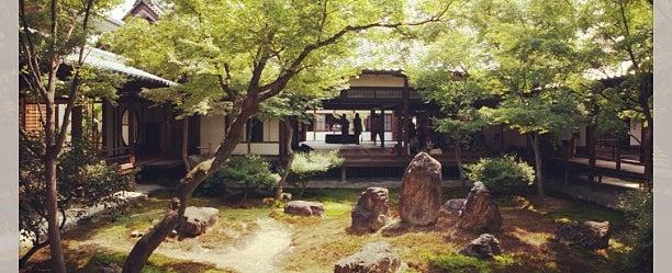 Photo taken at 大本山 建仁寺 (Kennin-ji Temple) by Yusuke H. on 8/16/2013