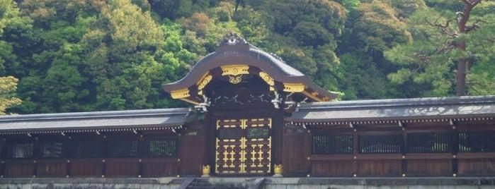四條天皇 月輪陵 is one of 天皇陵.