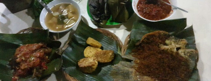 Warung Sunda Ceu Emi is one of Favorite Food.