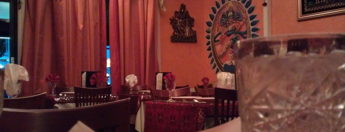 Great India Cafe is one of Z  E H's Tips.