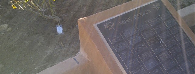 Oakwood Memorial Park is one of Los angeles.