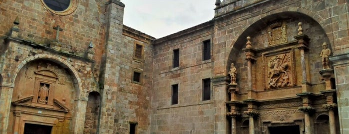 Monasterio De Yuso is one of Guía de Logroño.