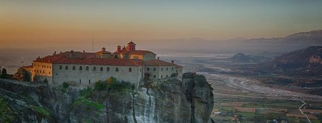 Μετέωρα (Meteora) is one of Visit Greece's tips.