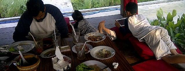 Bandar Sari Laut Surabaya is one of Kuliner Wajib @Surabaya.