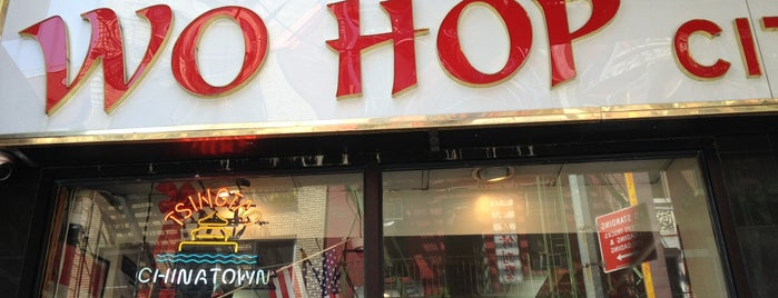 Wo Hop Restaurant is one of NYC 24h restaurants.
