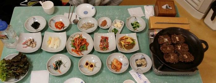 덕인갈비 is one of 한국인이 사랑하는 오래된 한식당 100선.