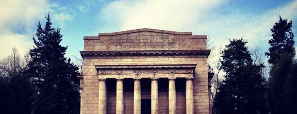 Abraham Lincoln Birthplace National Historical Park is one of Places to visit.